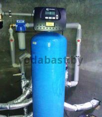 Система обезжелезивания воды 13x54 установленная в скважинном колодце, блок управления Clack WS 1 RR, Минский район